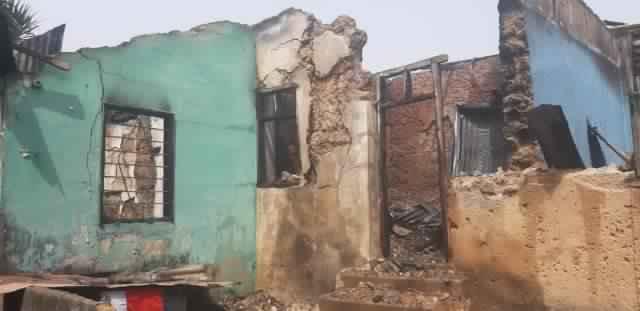 , Fire destroys a shrine at Kumasi Anloga; Shrine owner says the gods are safe (Photos), GHSPLASH.COM, GHSPLASH.COM